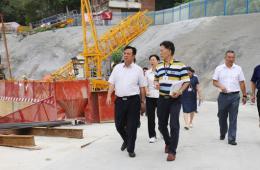 市人大工作组到我院调研门诊住院综合楼项目建设情况